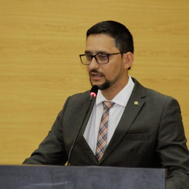 Deputado Anderson Pereira apresenta projeto que garante interprete de libras para gravidas surdas