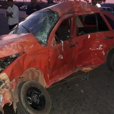 COLISÃO – Carreta tanque e carro se chocam em trevo da BR e deixa dois mortos