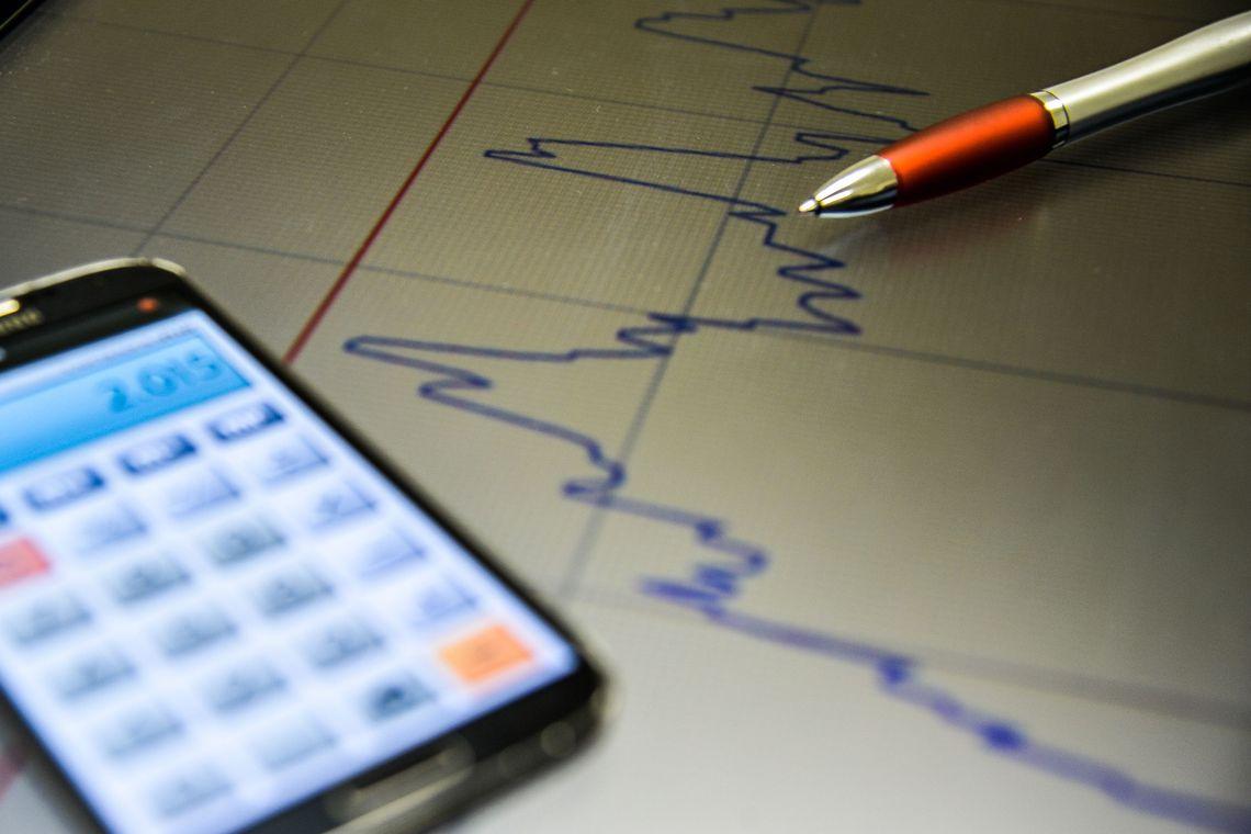 Previsão de crescimento econômico aumenta; estimativa de inflação cai
