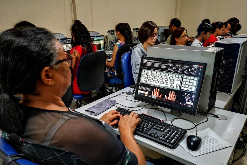 Concluídos cursos de informática e digitação da Escola do Legislativo