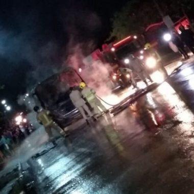 TERRORISMO – Integrantes de facção incendeiam ônibus na capital; ordem teria saído dos presídios