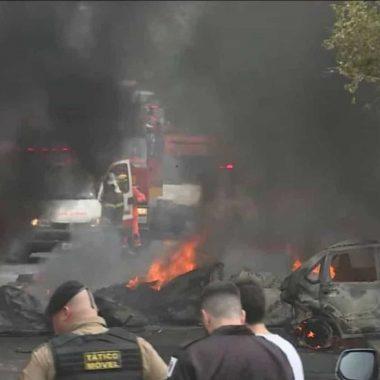 Avião de pequeno porte cai e deixa três mortos