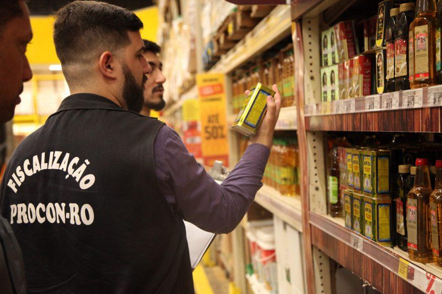 Procon fiscaliza azeite fraudado em atacados,  grandes e pequenos supermercados de Porto Velho