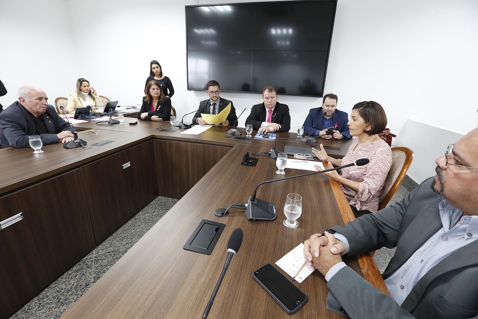 Projeto que dá opção por parto natural ou cesariana é discutido na Comissão de Defesa da Criança, Adolescente, Mulher e Idoso