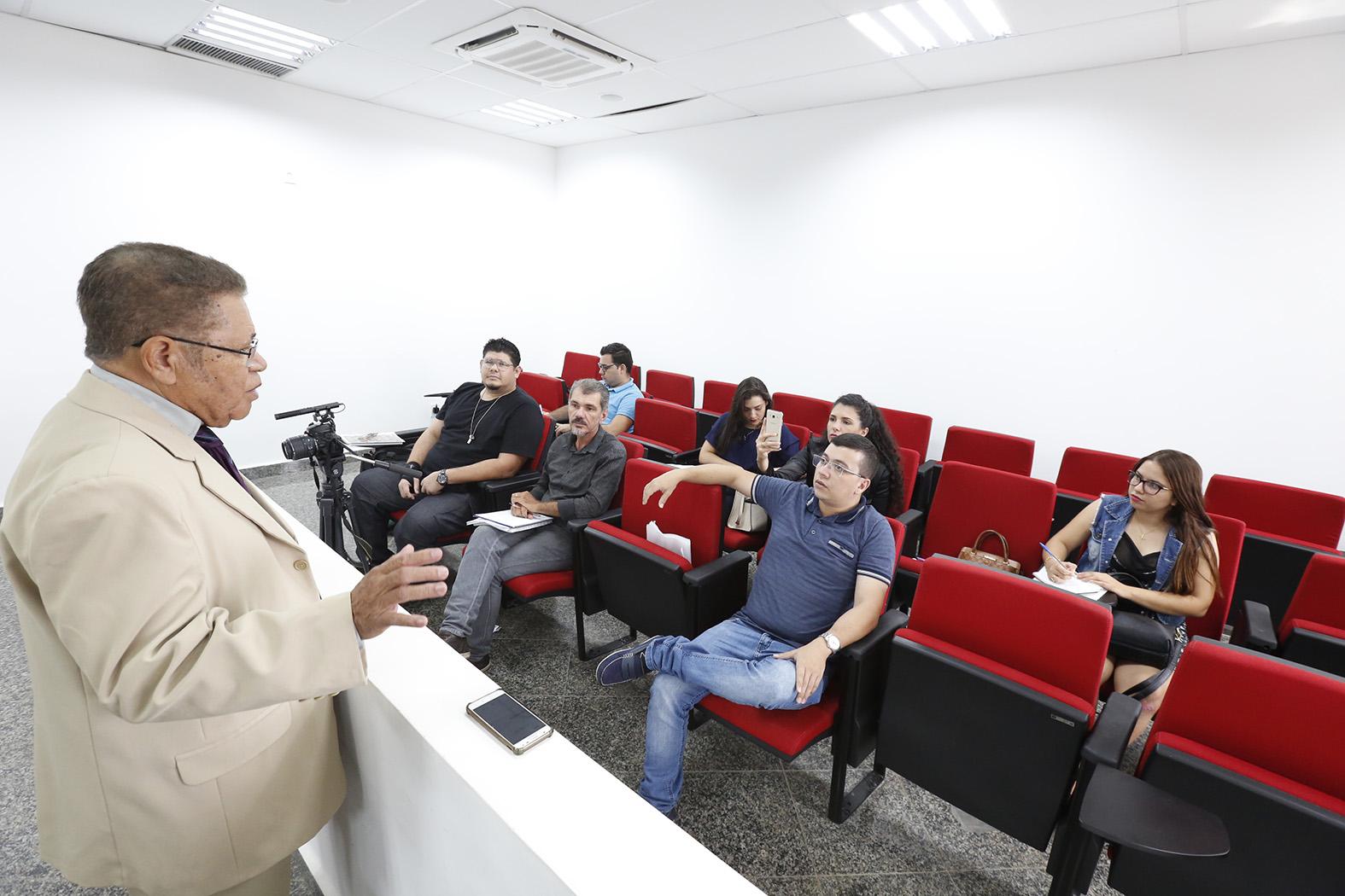 Professor da Unir participa de laboratório do Curso Básico de Jornalismo da Escola do Legislativo