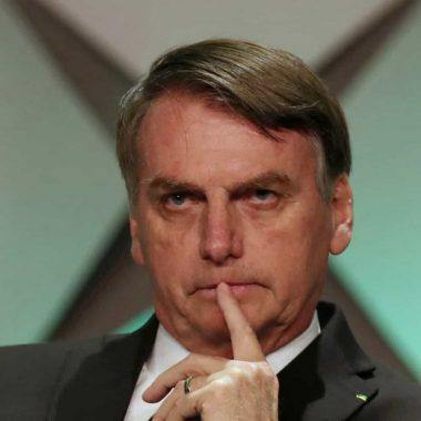 Bolsonaro volta a defender estabilidade de servidores como prioridade