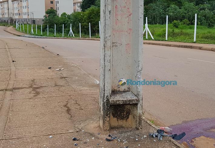 Motociclista morre após colidir contra poste de iluminação na capital
