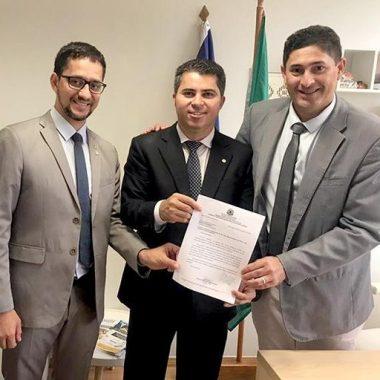 CONQUISTA – Deputado Anderson e vereador Márcio Pacele comemoram; Nova Califórnia é o primeiro distrito de Rondônia a receber telefonia móvel