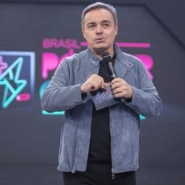 Jornal confirma morte de Gugu Liberato após apresentador cair de telhado e bater cabeça em móvel