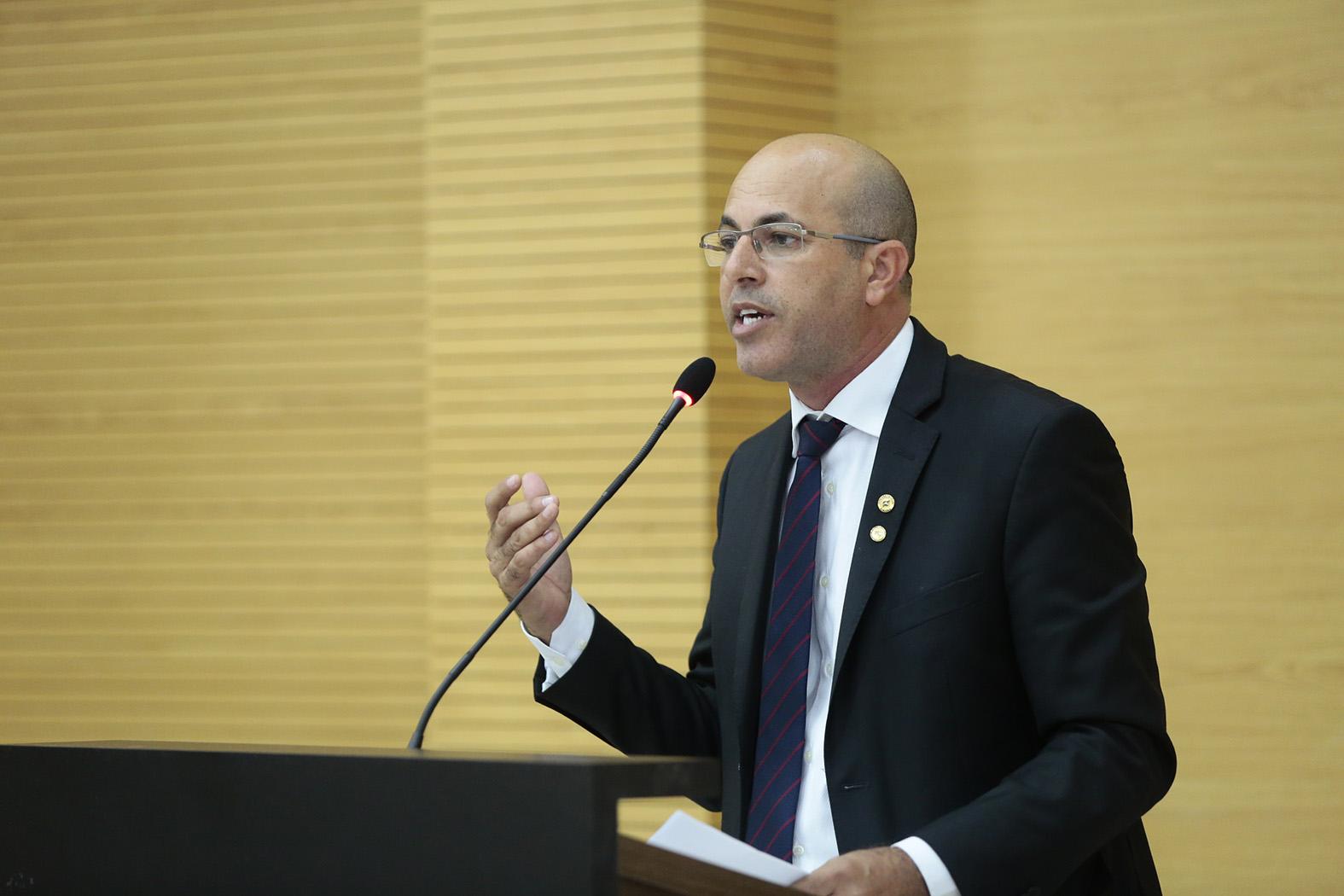 Ismael Crispin presta homenagem a peritos criminais de Rondônia com Voto de Louvor