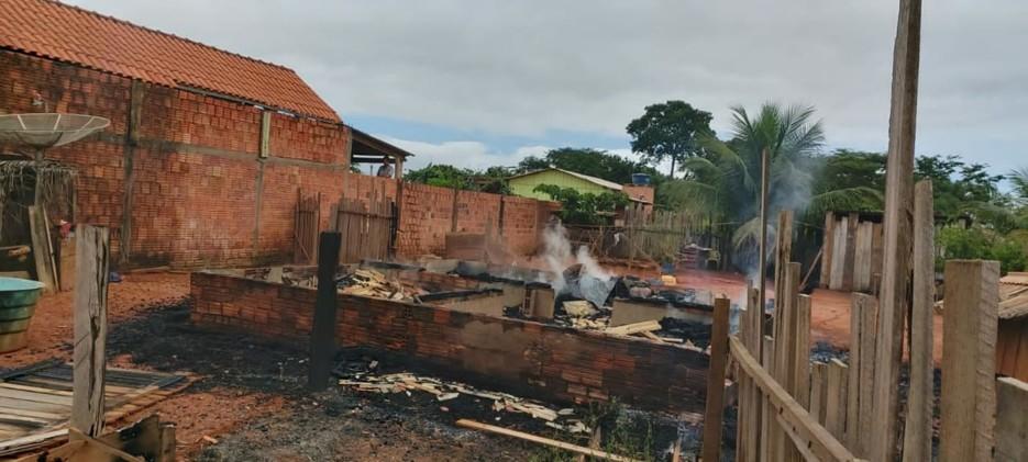 Criança de 3 anos morre carbonizada durante incêndio em residência