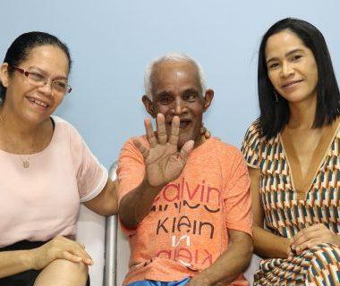 Idoso surdo de nascença perde visão, mas volta a enxergar após cirurgia realizada em mutirão de saúde