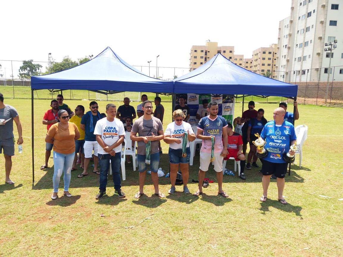 COPA PAAVO – Deputado Anderson e mãe de policial penal homenageado entregam premiação ao campeão