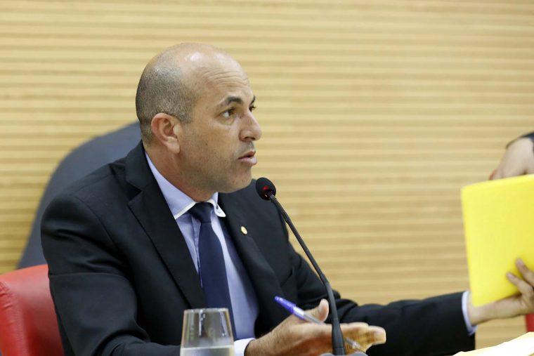 Ismael Crispin pede fim a cobrança de ICMS em armas de fogo para agentes de segurança pública