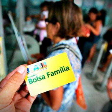 Caixa Econômica começa a pagar hoje décimo terceiro do Bolsa Família