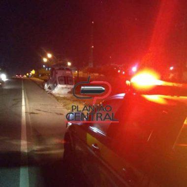 Ambulância capota na BR 364 após colidir com veículo que realizava ultrapassagem em local proibido