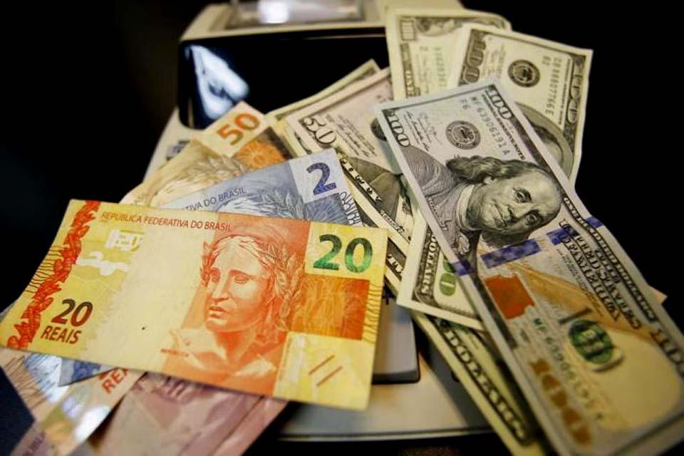 Real foi a 4ª moeda que mais perdeu valor frente ao dólar em novembro