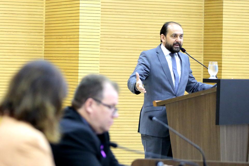 Assembleia Legislativa de Rondônia homenageia jornalista Euro Tourinho