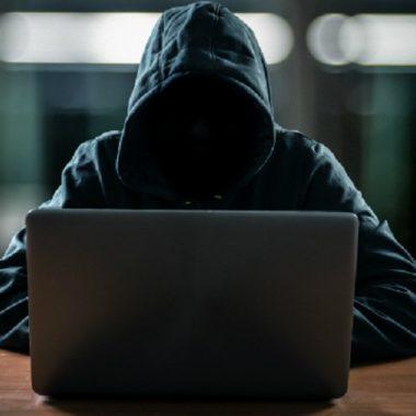 Jair Bolsonaro sanciona lei que pune incitação ao suicídio pela internet