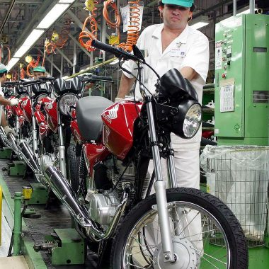 CNC prevê expansão de 1% para o setor de serviços este ano, diz IBGE