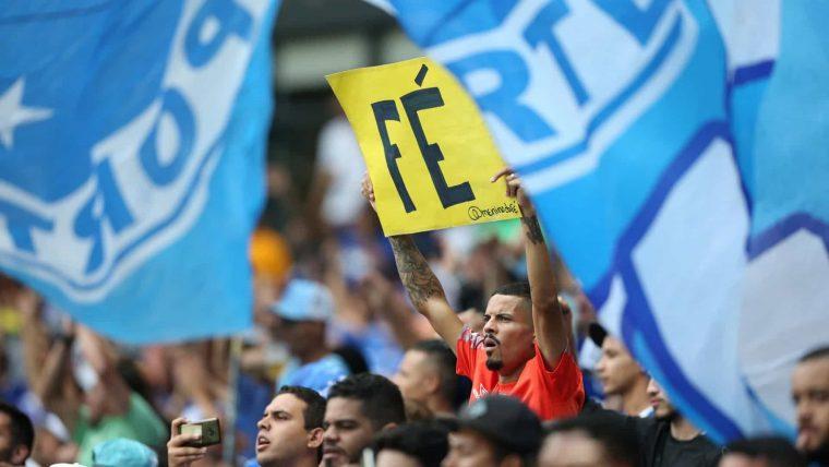 Cruzeiro cai pela 1ª vez em meio a crises técnica e financeira