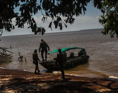 """Mãe é morta por """"piratas"""" do rio Amazonas quando buscava atendimento médico para o filho"""
