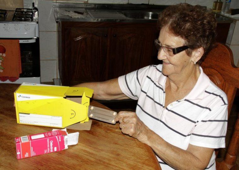 Pacientes com doenças crônicas recebem medicamentos em casa por meio de programa do governo