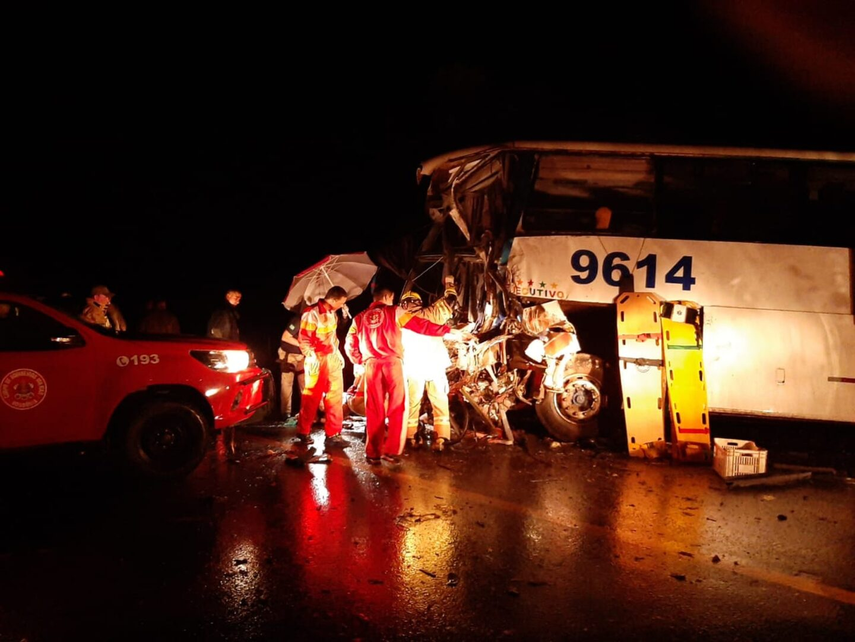 'Parecia uma guerra', diz médico que ajudou a atender 26 feridos de colisão na BR-364