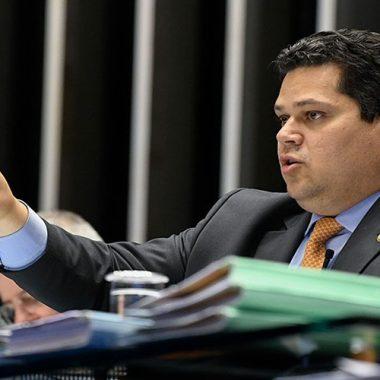 Davi Alcolumbre se opõe a taxa sobre geração distribuída de energia solar
