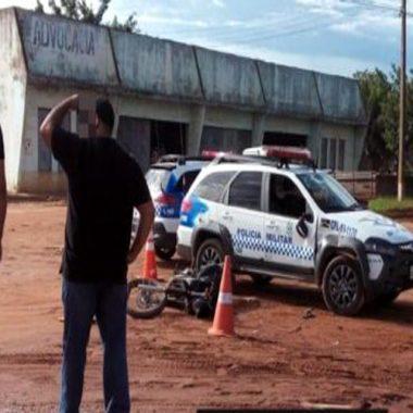 Suspeitos colidem contra viatura policial durante fuga alucinada