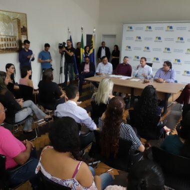 Prefeitura empossa 70 novos professores concursados
