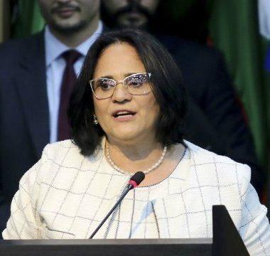 Ministra Damares vai em busca de mulher sem mãos e pernas que foi rejeitada pelo INSS em Rondônia