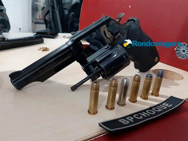 Batalhão de Choque prende dupla com revólver em carro no Cristal da Calama