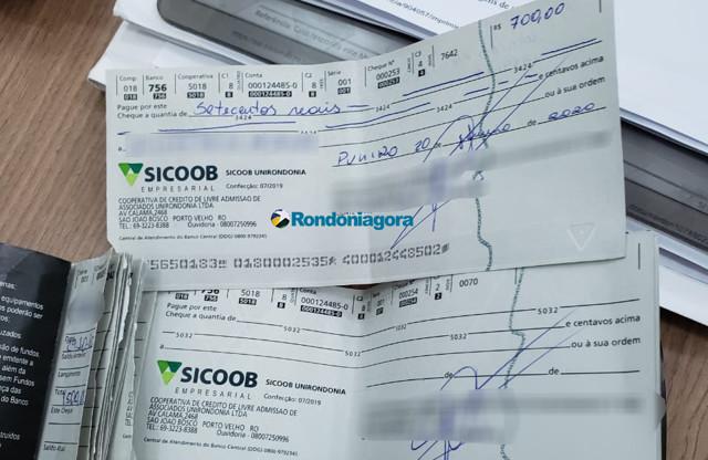 Funcionário de choperia é preso após tentar trocar cheques furtados da empresa
