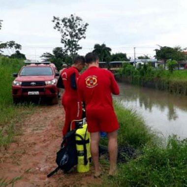 Homem ainda não identificado morre afogado ao cair em igarapé