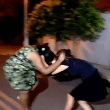 Mãe e filha discutem e brigam em casa da Zona Sul