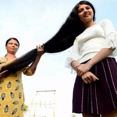 Adolescente indiana ostenta recorde de cabelo mais longo do mundo, com 1,90 metro