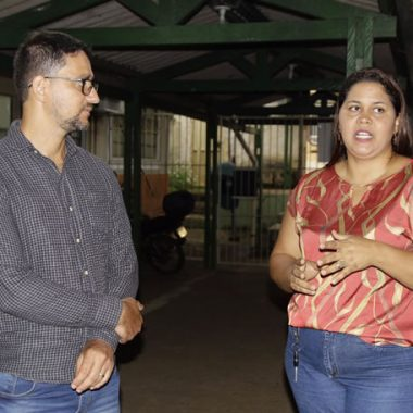 Deputado Anderson Pereira visita escola onde garantiu segurança, com a instalação de circuito de monitoramento