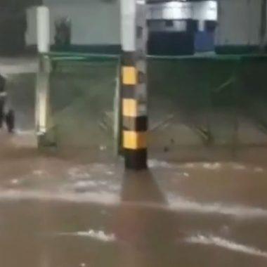 Porto Velho registra temporal com 2 mil raios e alagamentos em ruas