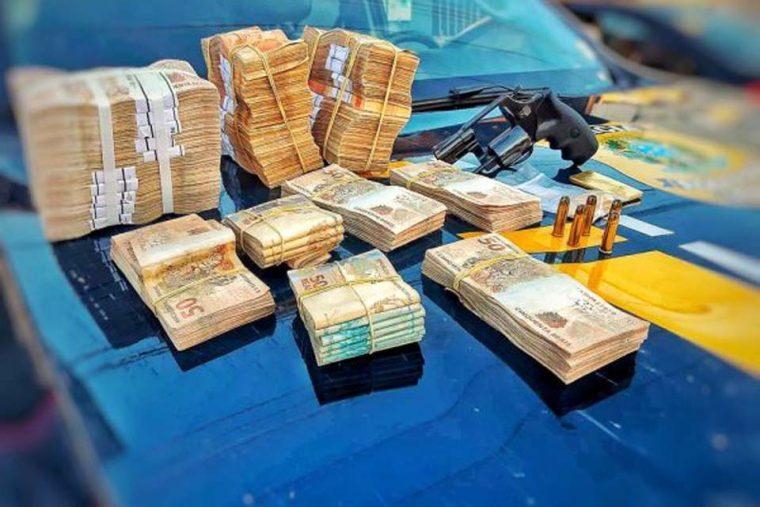 Motorista é detido com R$ 120 mil, revólver 38 e quase meio quilo de ouro