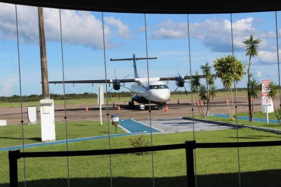 Avião da Azul apresenta defeito antes de decolar em Vilhena, voo é cancelado e passageiros se revoltam