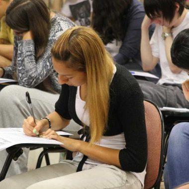 Segunda fase da Fuvest começa hoje com prova de português e redação