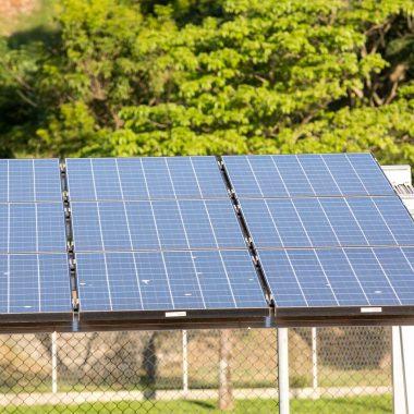 Decisão sobre taxação de energia solar cabe à Aneel, diz Bolsonaro