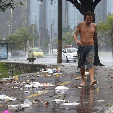 Temporal causa prejuízos ao comércio de R$ 37 milhões no Rio