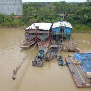Polícia detém mais de 30 pessoas e apreende ouro em ação no rio Madeira