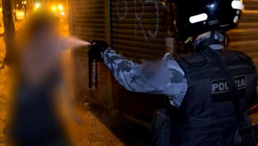 Após desfile, PM dispersa multidão com bala de borracha e gás de pimenta e revolta foliões