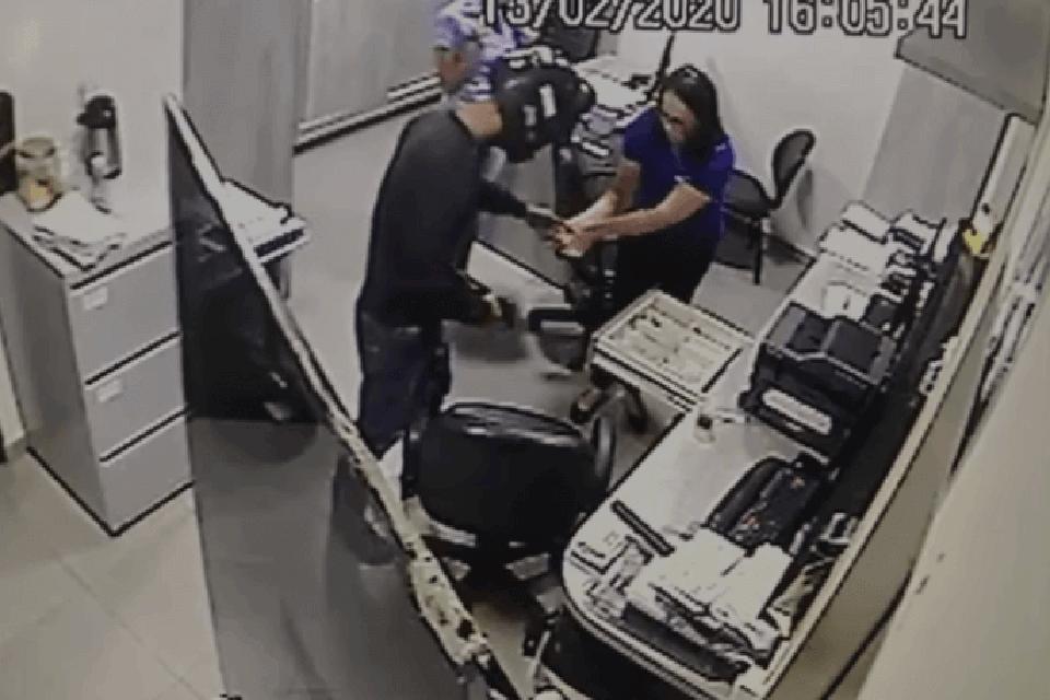 Empresa é alvo de assaltantes e câmeras de segurança flagram toda a ação