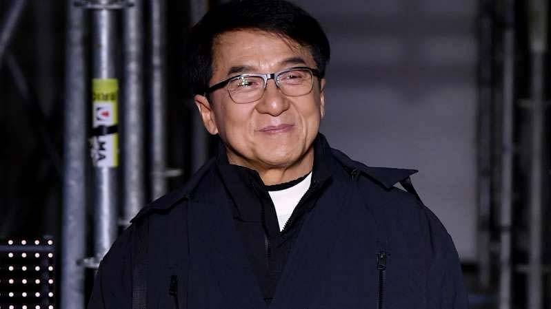 Jackie Chan oferece recompensa para quem descobrir cura para o coronavírus