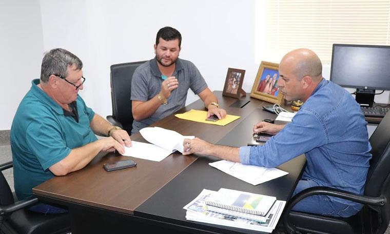 Ismael Crispin garante van escolar para estudantes de Pimenteiras do Oeste