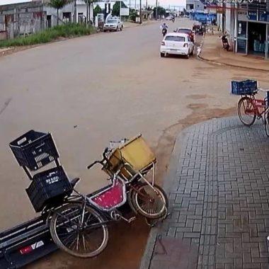Vídeo impressionante mostra o momento em que vendedor de picolés escapa da morte em Rondônia